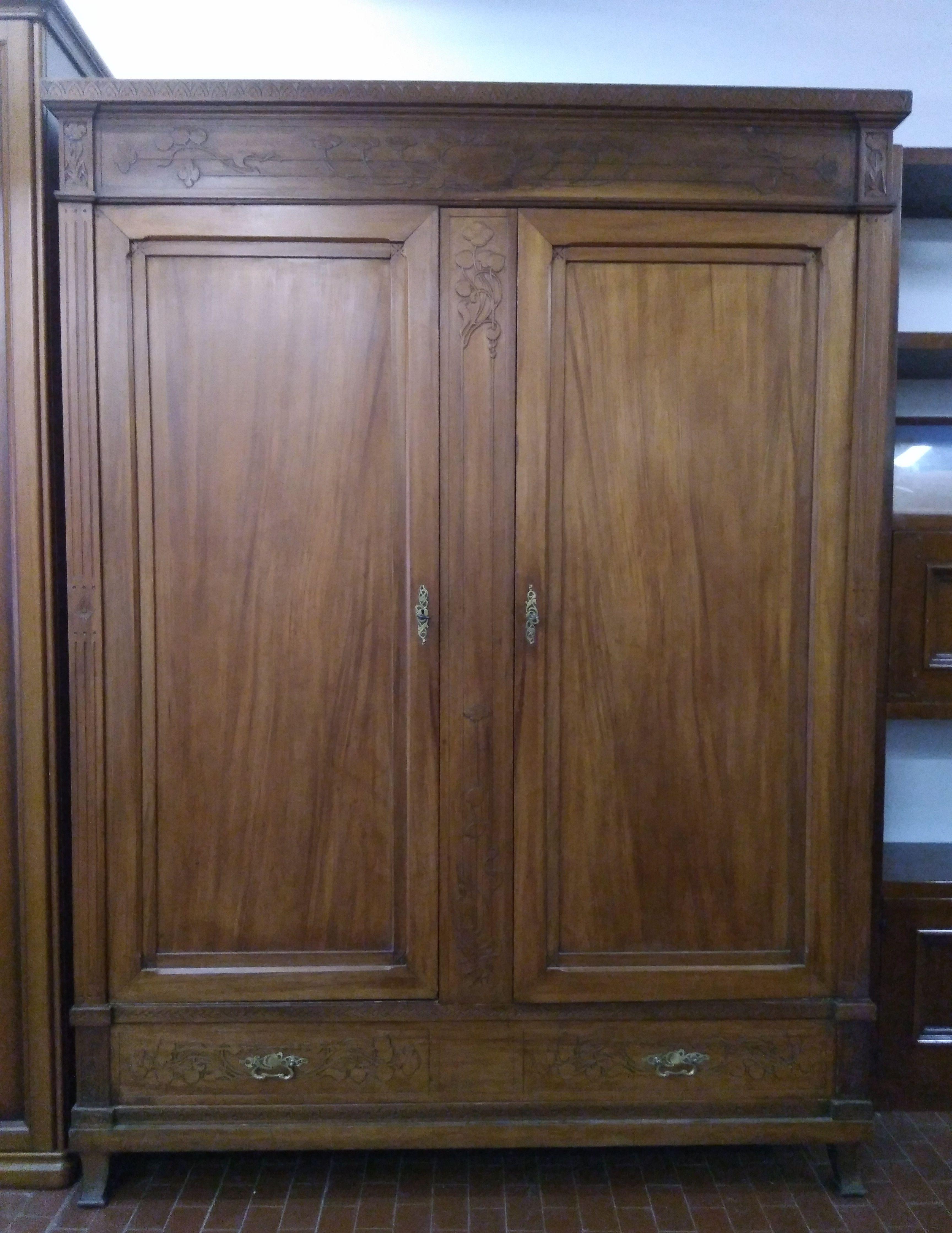 Mobile in legno intarsiato, due ante e cassetto inferiore | Qualche ...