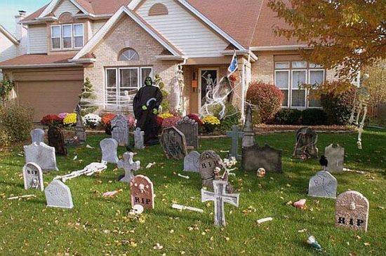 Graveyard Theme Halloween Decorations   halloween   Pinterest ...
