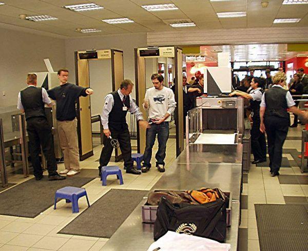 Fourteen BehindtheScenes Secrets of TSA Agents Travel