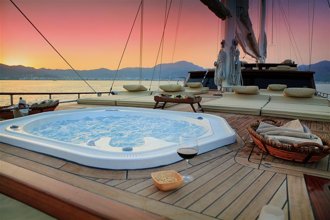Motor Sailor MEZCAL 2 - Gulet MEZCAL 2 - On Deck Spa Pool | Jacuzzi