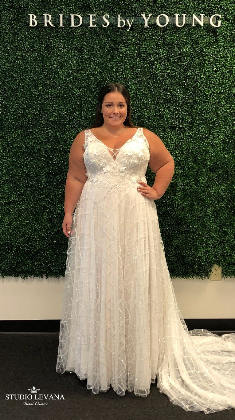 Unique Flowy Sparkly Plus Size Bridal Gown With Volium Flower Lace Taly By Studio Levana Fe Plus Size Bridal Dresses Plus Size Wedding Gowns Plus Size Wedding [ 1368 x 765 Pixel ]