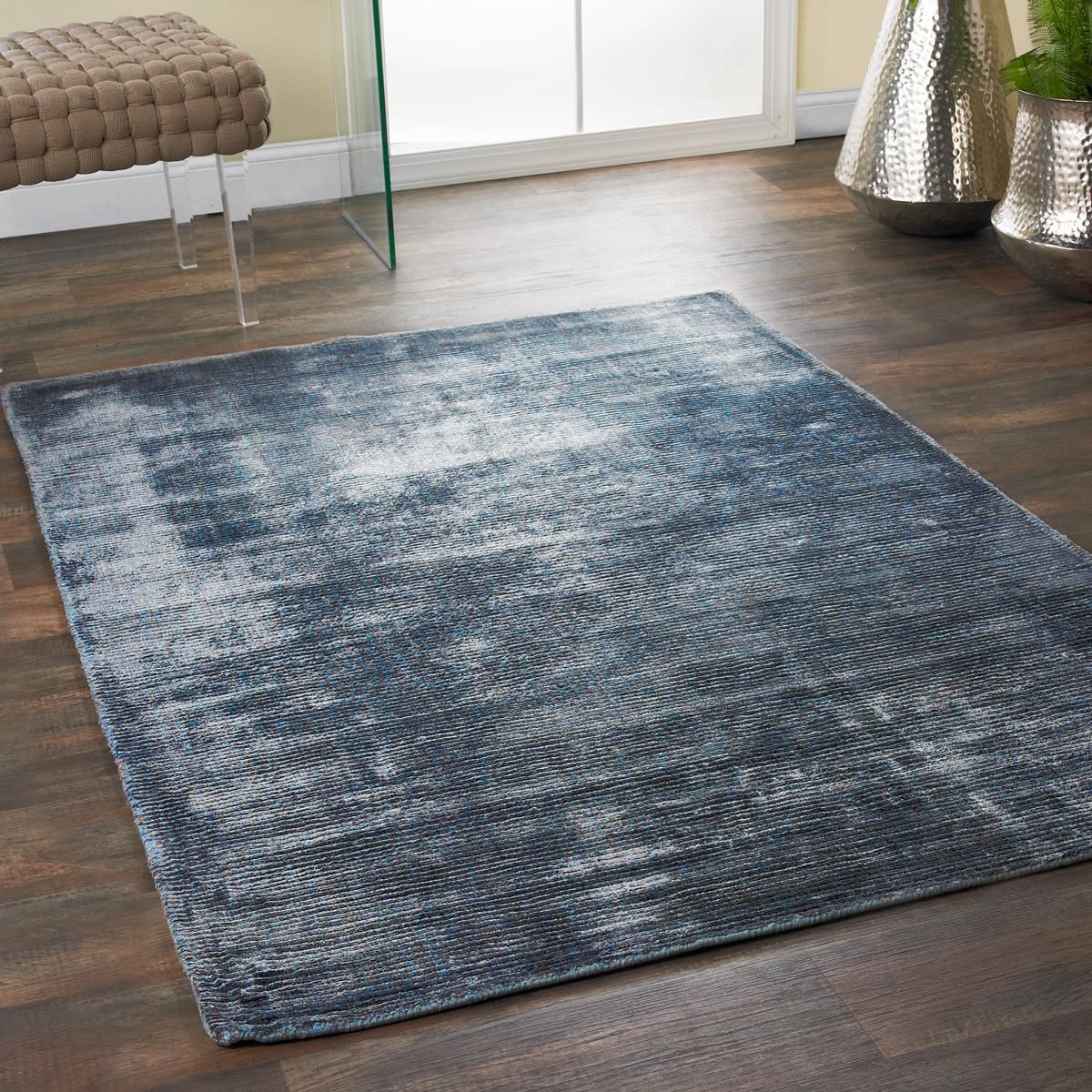 Luxurious Color Solid Rugs Silky Soft And Shimmering With Tones Of Solid Color These Area Rugs Are Luxurious Underfoot The Hand Loomed Solid Rugs Rugs Decor
