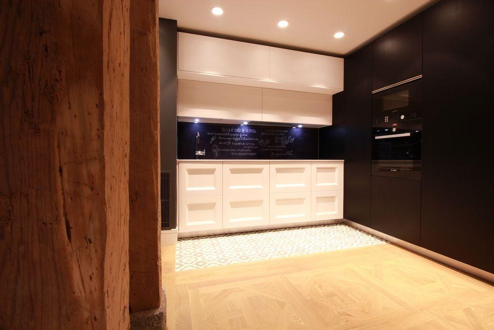 Diseño de cocinas en Cocina Moderna centro de Madrid Blanco y negro ...