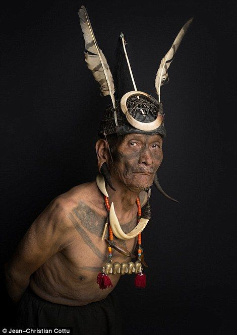 Jean-Christian Cottu document the faces of the Konyak people