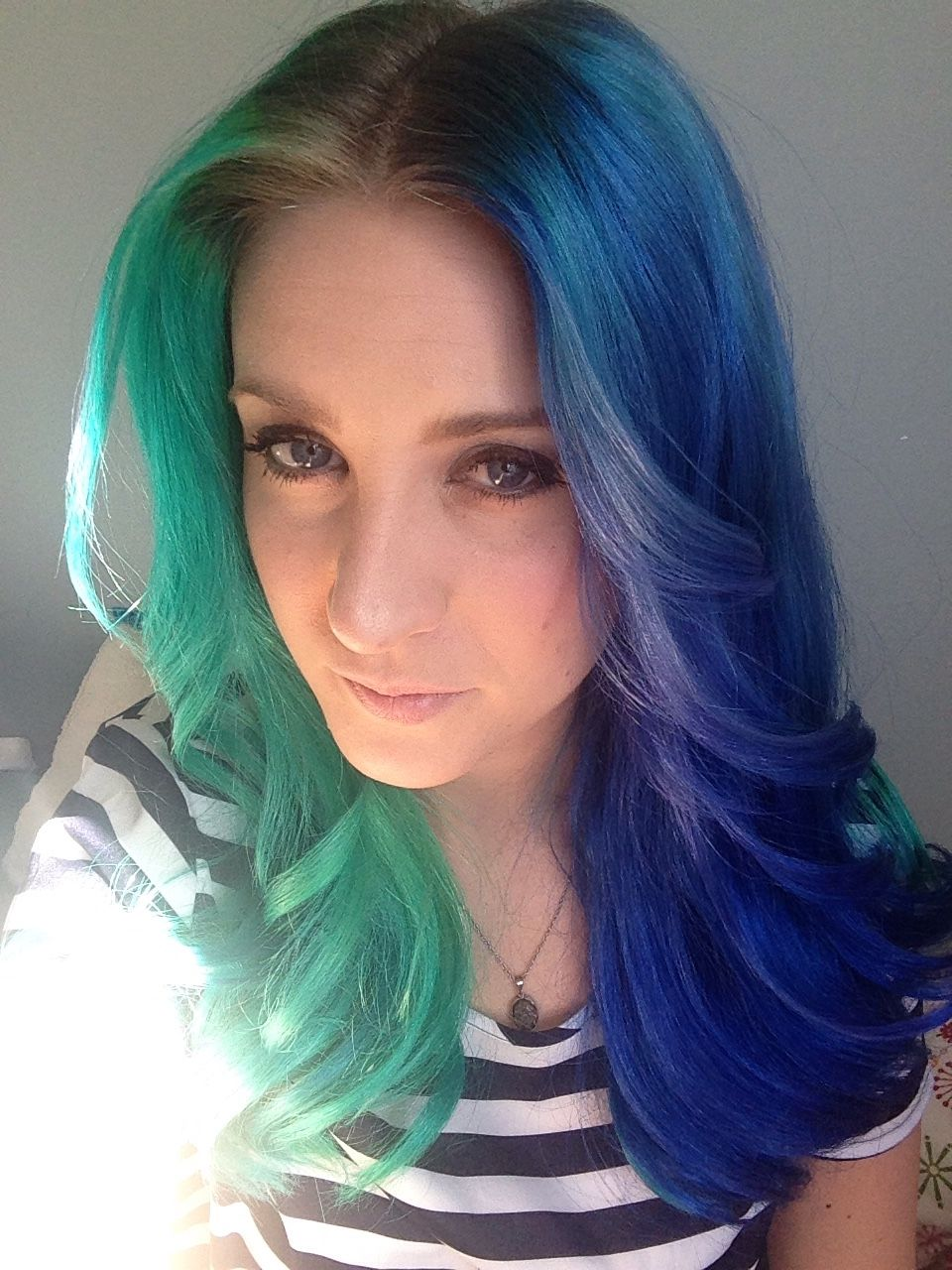Half Green Half Blue Dyed Hair Peinados Hair Styles Beautiful