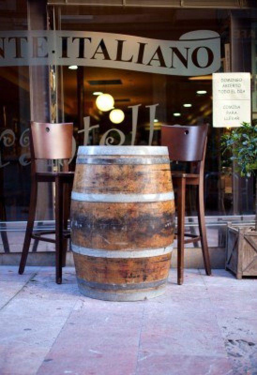 1148 esempi di botti da arredamento ad uso tavolo per bar e pub idee per winebar for Pub arredamento