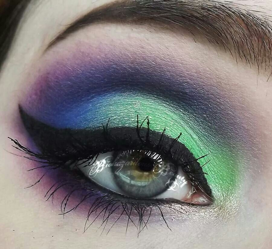 Pin by ᵛᴬᴿᵀᴬᴾ 💫 on ⭐️G⃣L⃣A⃣M⃣ ᴹᴬᴷᴱᵁᴾ⭐️ Smokey eye makeup
