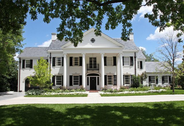 A Fancy House With Columns Because Louis Was Extravagant And Liked Greek And Roman Architecture House Columns Architectural Columns Colonial House