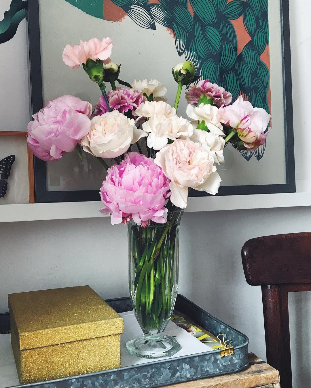 Bukiet Na Niedziele Kwiatysapiekne Ogrodoweroze Piwonia Gozdziki Flower Decorations Wedding Flowers Flowers