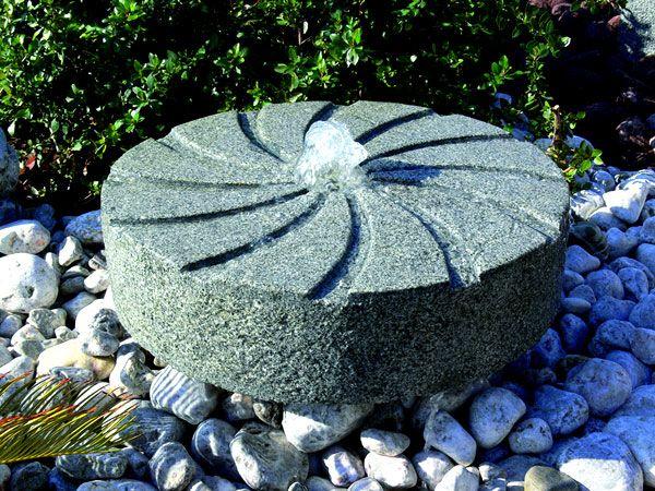 Fuentes decorativas para tu jard n de lleida tu jard n for Setas decorativas para jardin
