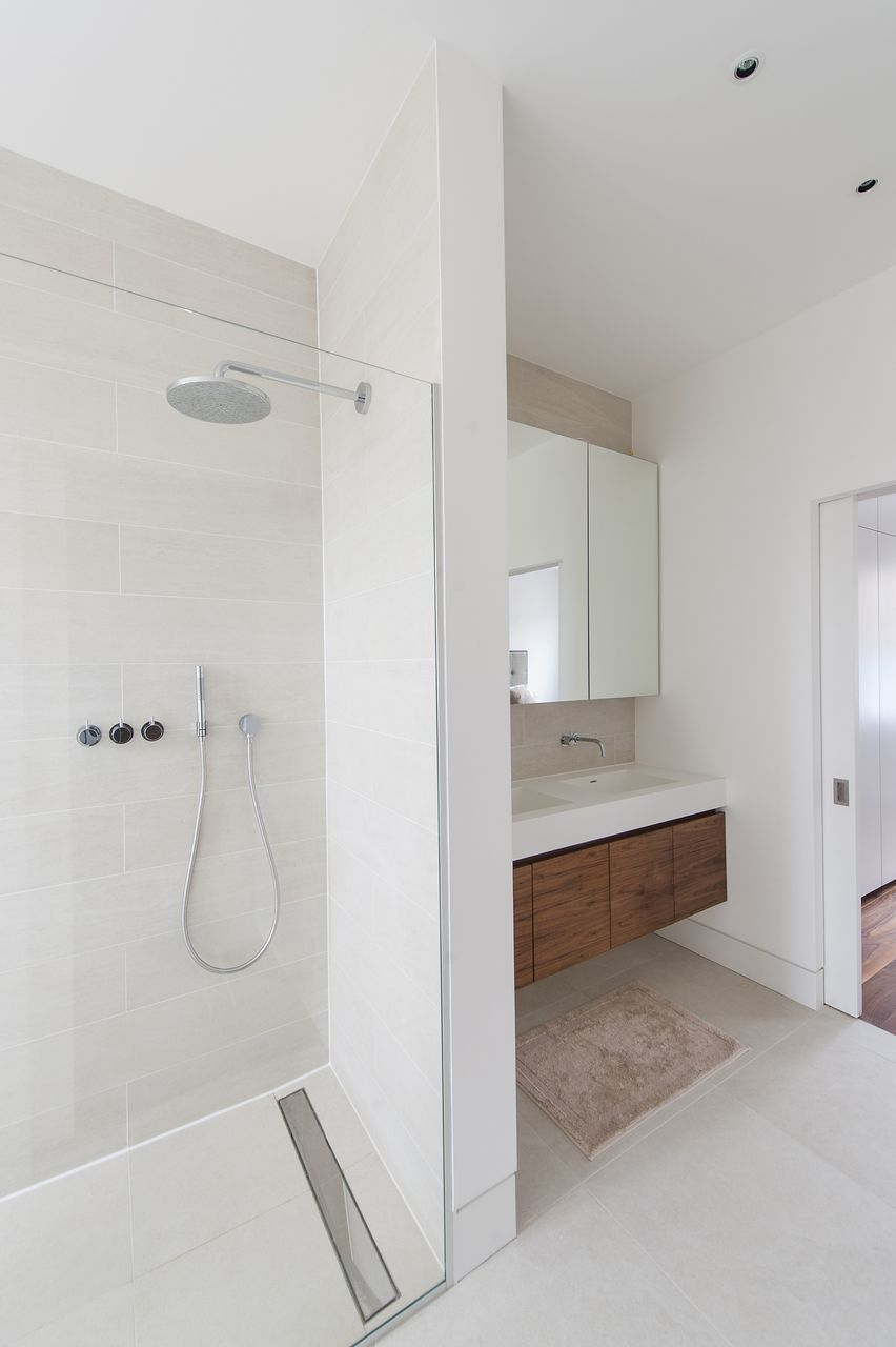 Kleine badezimmerideen ohne toilette floor level showering a tiled wetroom floor is practical luxurious