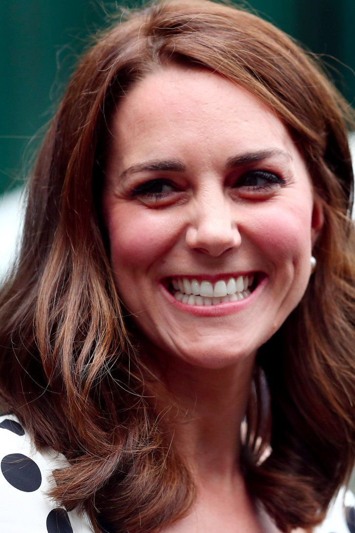 Oh My Freakin God Kate Middleton Has A Short Haircut And It S Gorgeous Kate Middleton Hair Celebrity Beauty Long Hair Styles