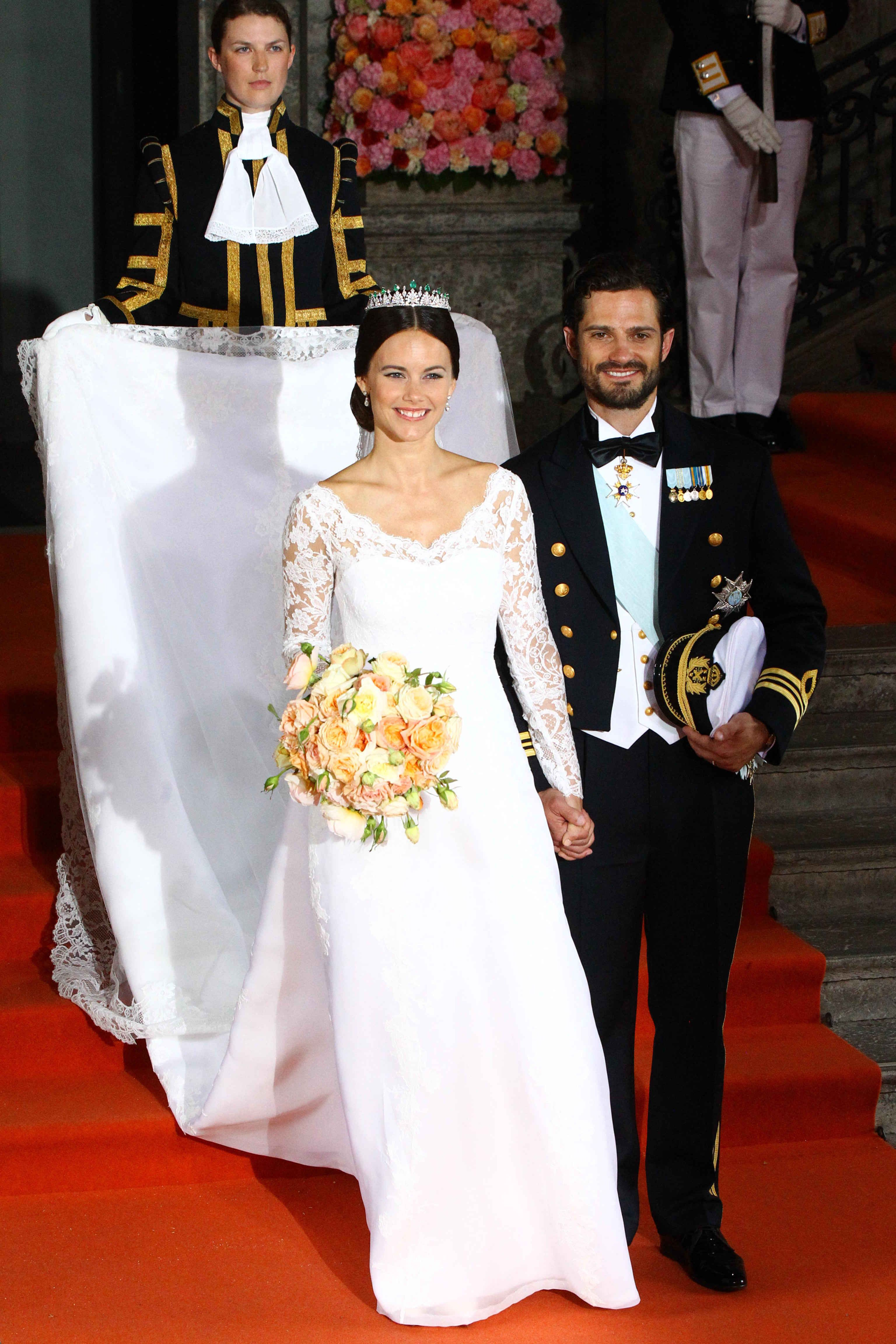 Sofia Hellqvist Weds Sweden S Prince Carl In A Gorgeous Long Sleeved Gown Royal Brides Princess Sofia Of Sweden Royal Wedding [ 4608 x 3072 Pixel ]