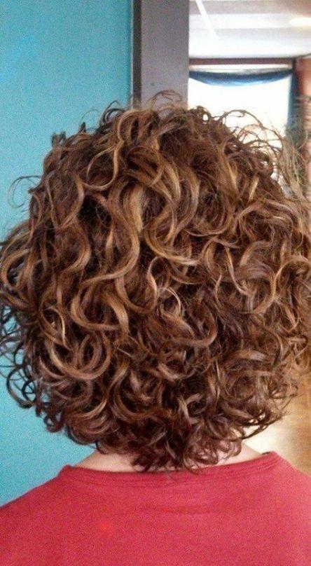 70 Trendige Ideen Fur Mittelgrosse Naturliche Dauerwellen Mit Lockigem Haar Dauerwellen F Short Permed Hair Spiral Perm Short Hair Short Curly Haircuts