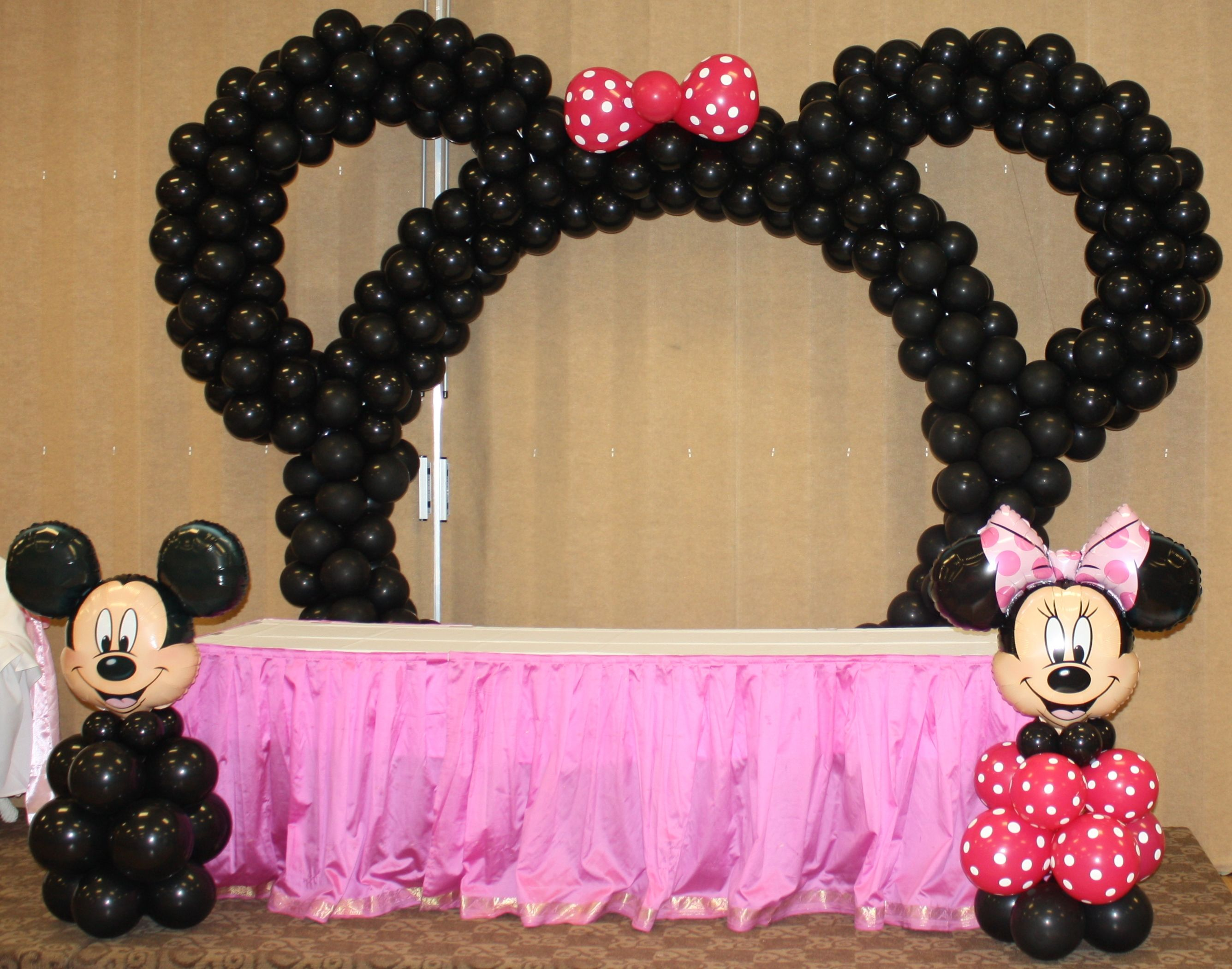 Minnie mouse balloon arch by the balloonery party for Balloon decoration minnie mouse