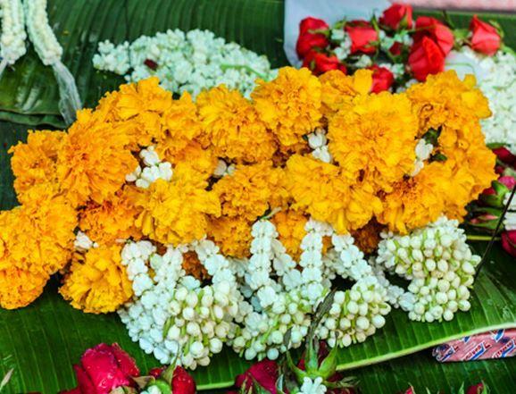 11 Flower Decoration Ideas For Pooja Room
