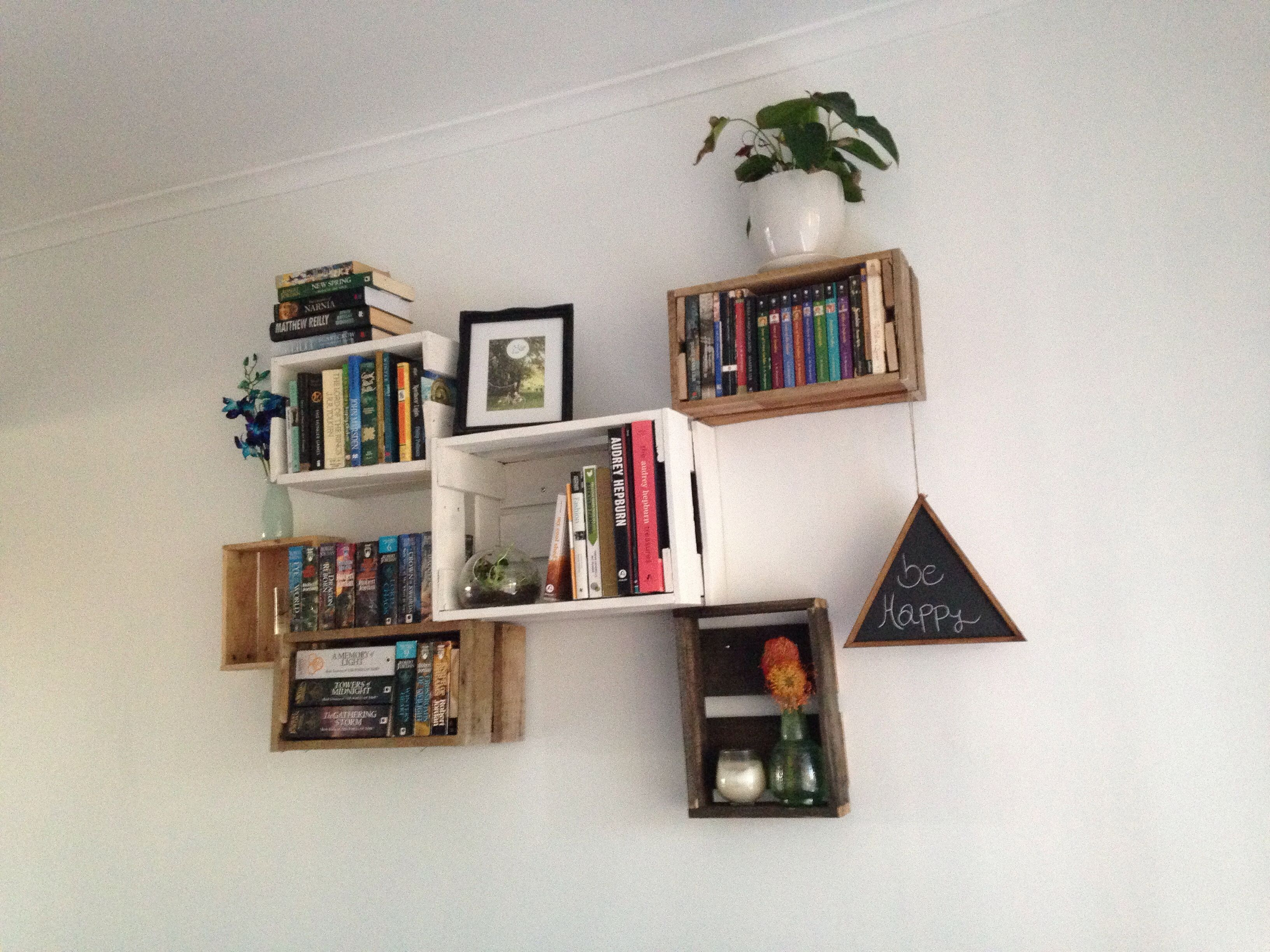 Up Cycling Pallets To Make A Bookshelf