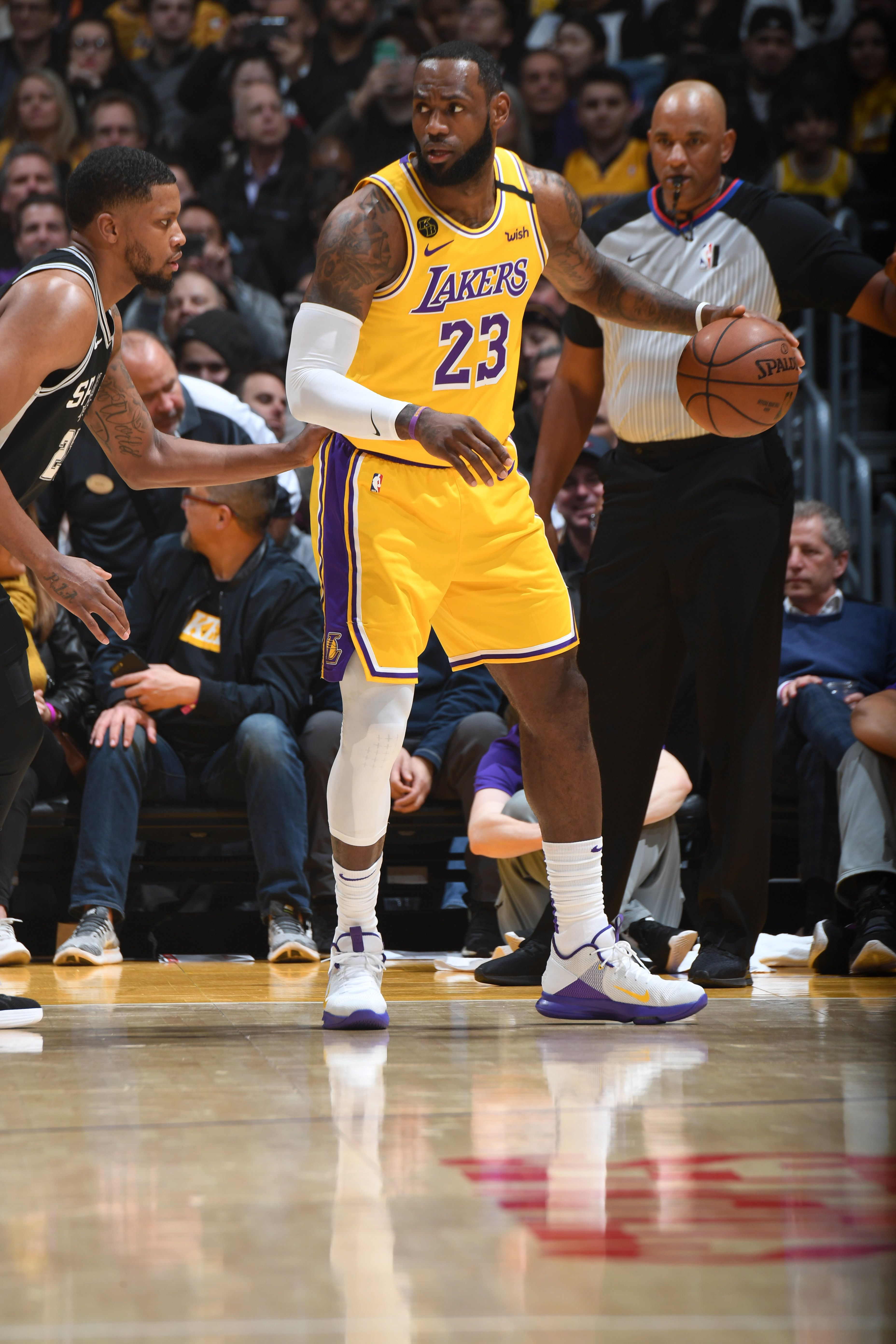 Photos Lakers Vs Spurs 02 04 2020 Los Angeles Lakers In 2020 Lakers Vs Lakers Vs Spurs Los Angeles Lakers