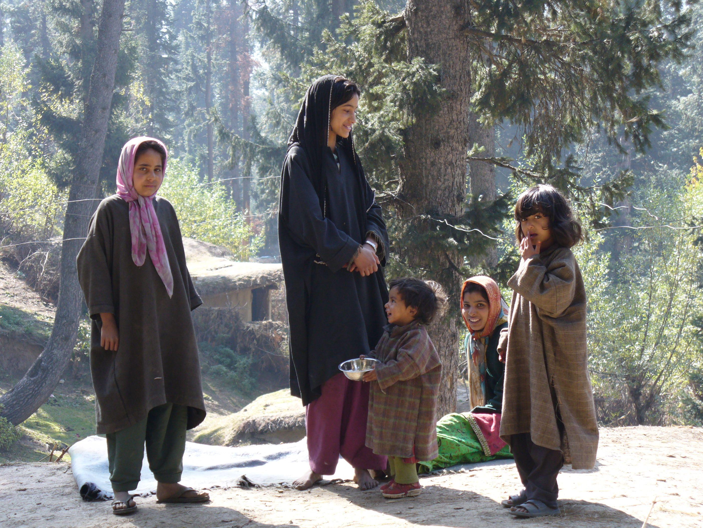 Local Kids In Pahalgam Kashmir Kashmir India Kashmir Women