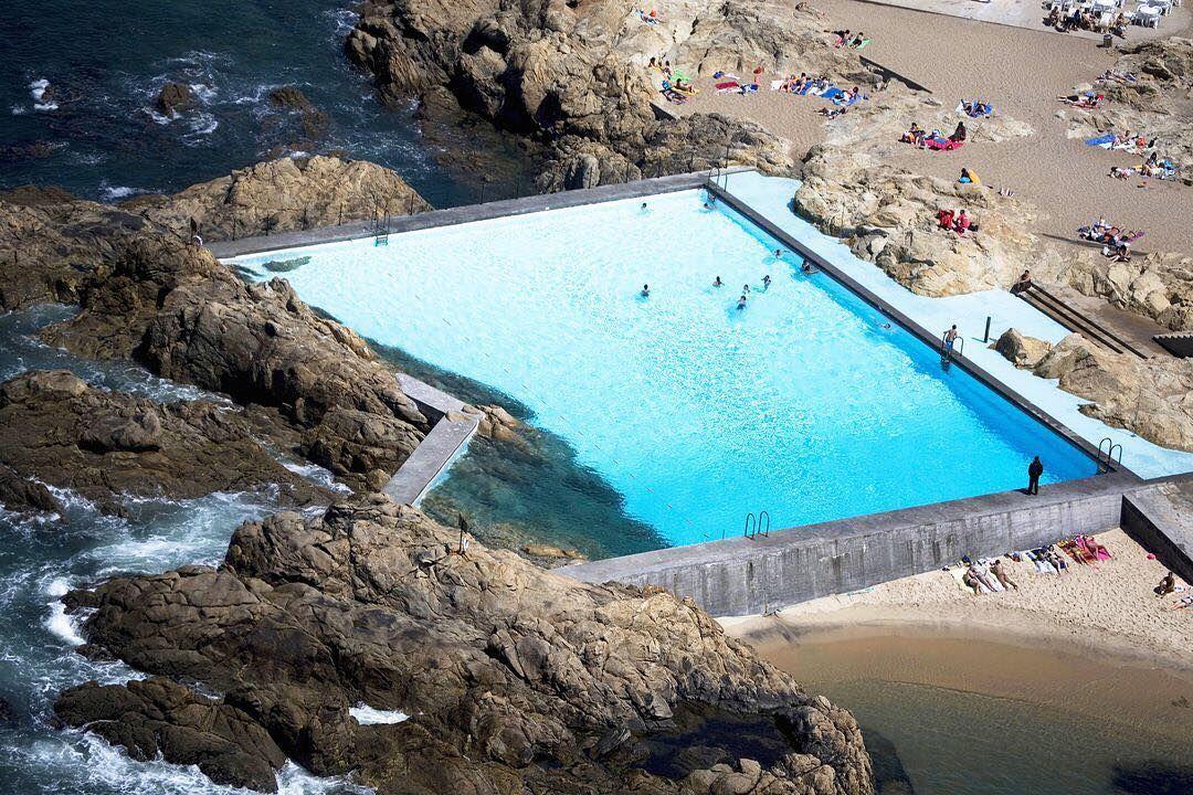 Le a swimming pools lvaro siza vieira architecture spaces architecture swimming pools for Alvaro siza leca swimming pools