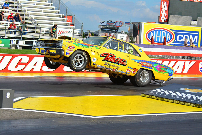 Super Stock Hemi Barracudas And Darts Have Been Making History At The Nhra For Nhra Mopar Drag Racing Cars
