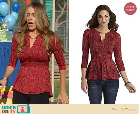 Gloria S Red Snakeskin Top With Chain Neckline On Modern Family Modern Family Fashion Outfit Details