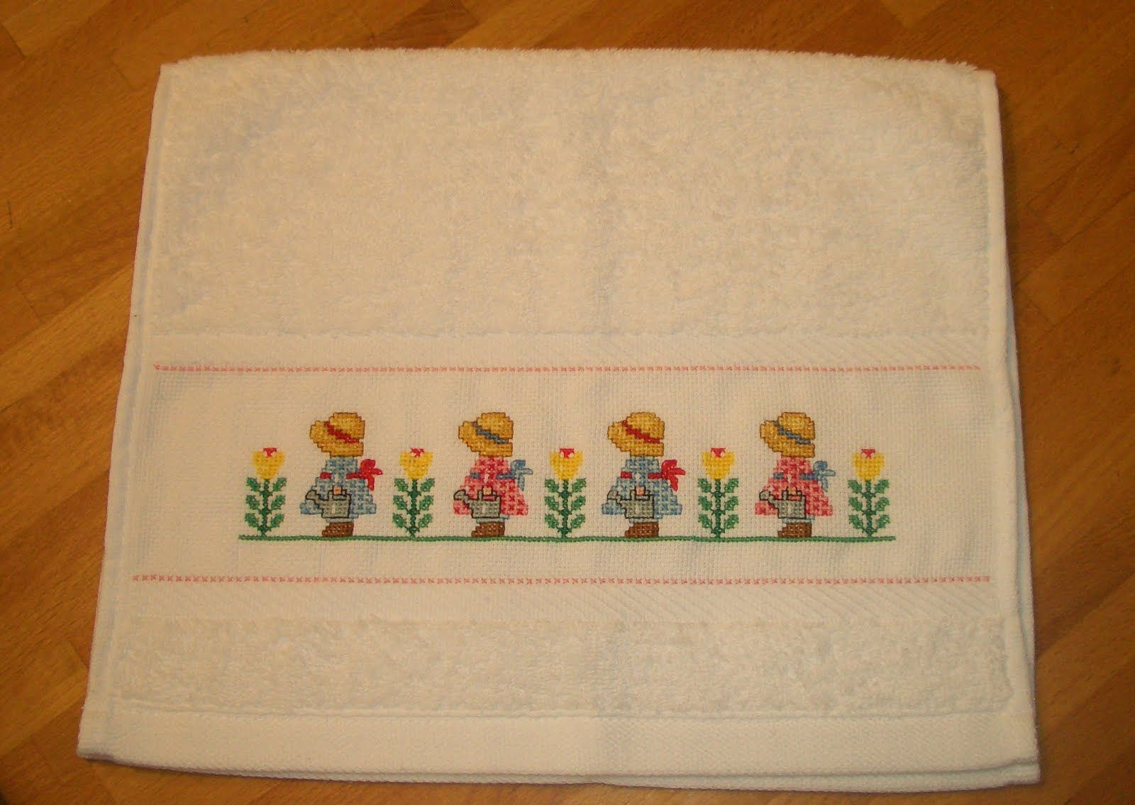 Resultado de imagem para toallas bordadas en punto de cruz ponto cruz pinterest toallas - Cenefas punto de cruz para toallas de bano ...