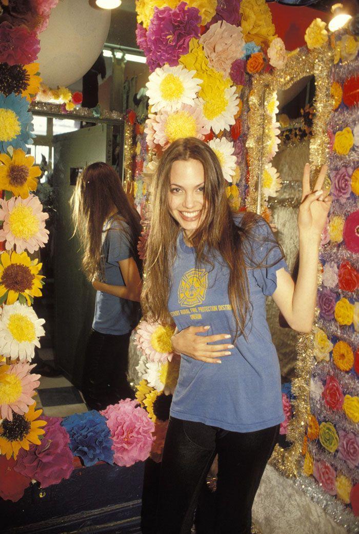 Анджелина Джоли (Angelina Jolie) в фотосессии Мишеля Буркара (Michel Bourquard) (1994)