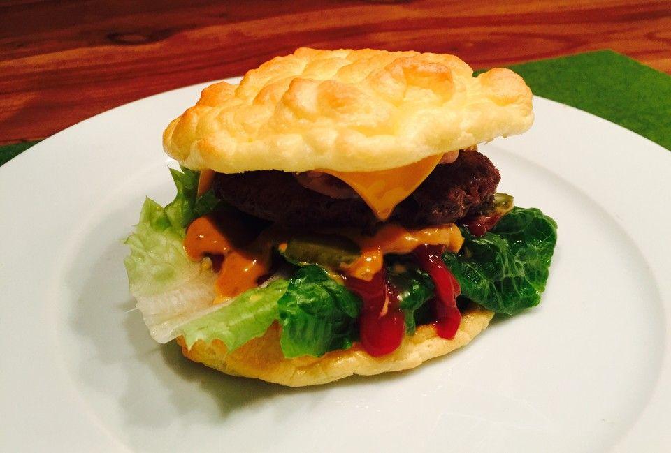 """Low Carb """"Oopsie"""" Burger, ein beliebtes Rezept aus der Kategorie Snacks und kleine Gerichte. Bewertungen: 135. Durchschnitt: Ø 4,4."""