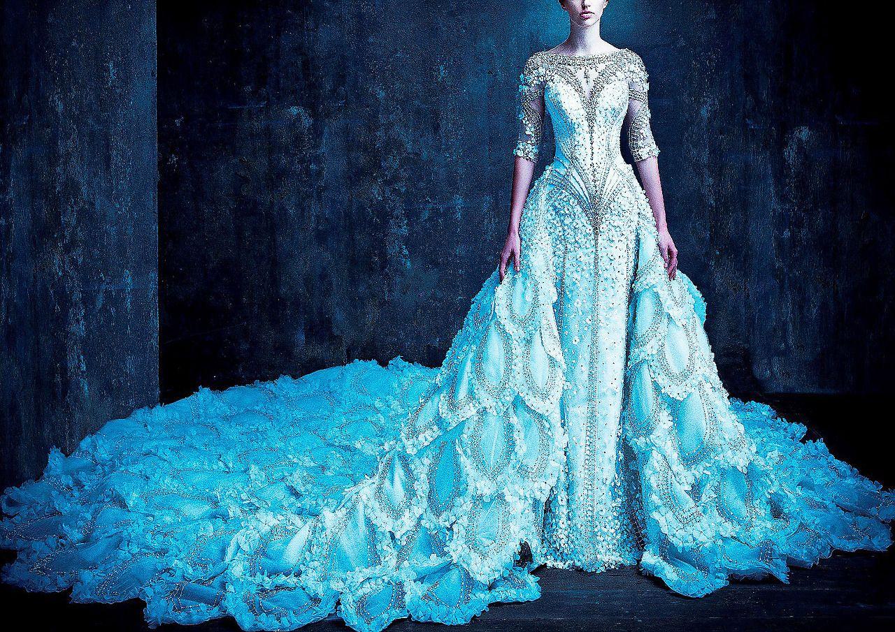 La Dama de Noche (Michael Cinco Fall/Winter 2015-2016 Bridal ...