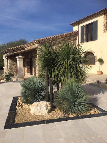 massif de piscine plantes exotiques piquets etmargelles d 39 ardoise roche galets graviers. Black Bedroom Furniture Sets. Home Design Ideas