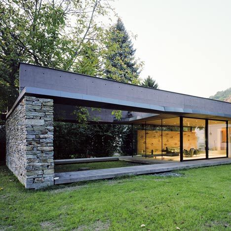 Glass Box With Courtyard: Villa Sky by Atelier Thomas Pucher