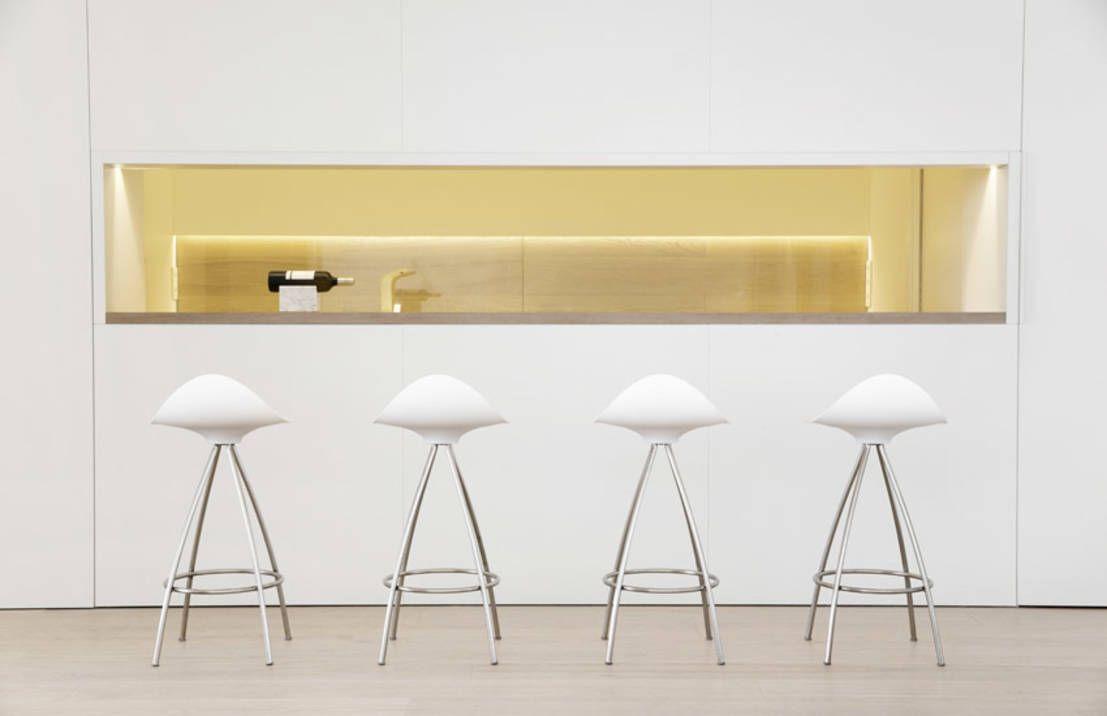 wie kann ich eine bar in meine wohnung integrieren innenarchitektur geometrische treppen. Black Bedroom Furniture Sets. Home Design Ideas