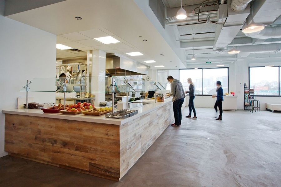 Inside Airbnb S Beautiful San Francisco Headquarters Kitchen Office Spaces Airbnb Office Office Interior Design
