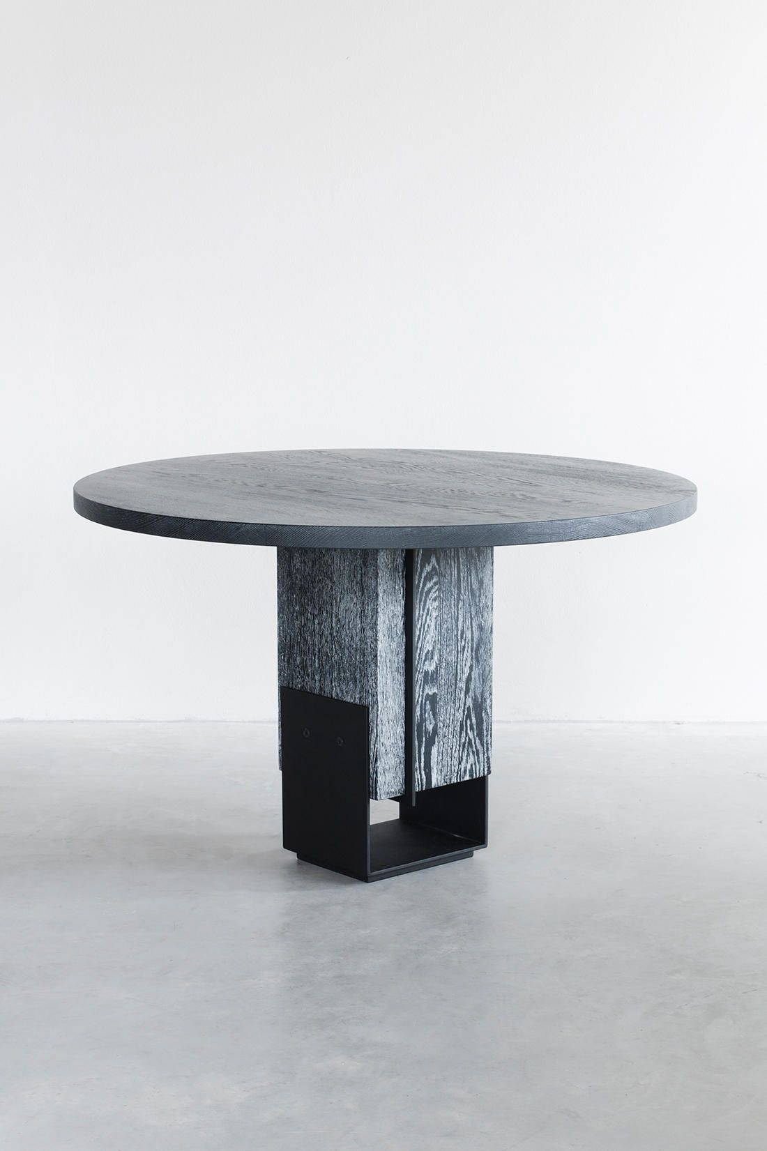Kitale Dining Table Small Round Designer Tables From Van Rossum All Information High Resolution Images Cads Catalogues