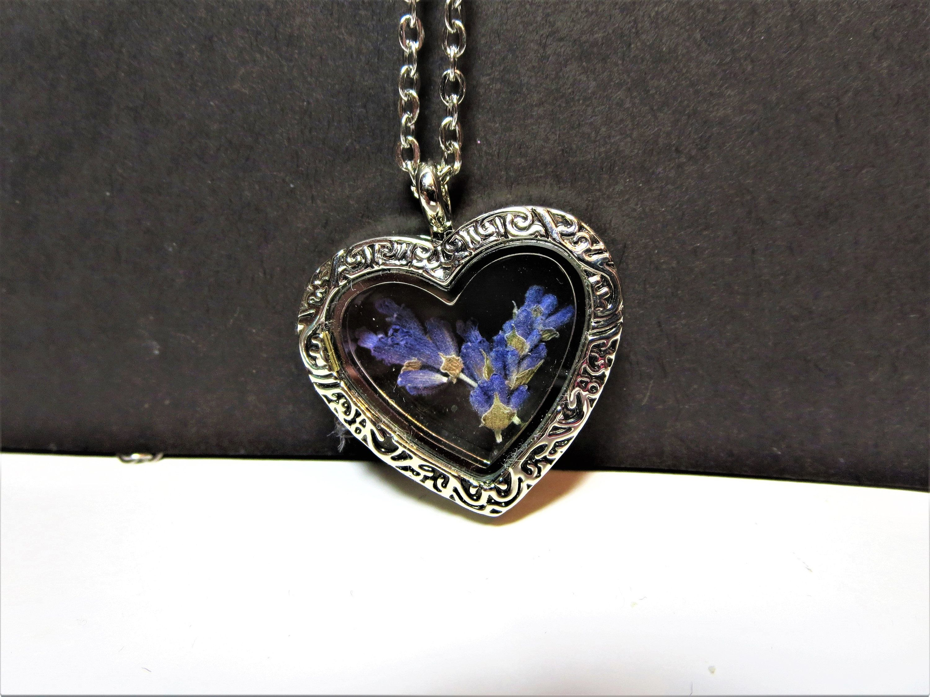 Dried Lavender Pendant Real Flower Necklace For Women Etsy In 2020 Lavender Necklace Pressed Flower Necklace Lavender Pendant