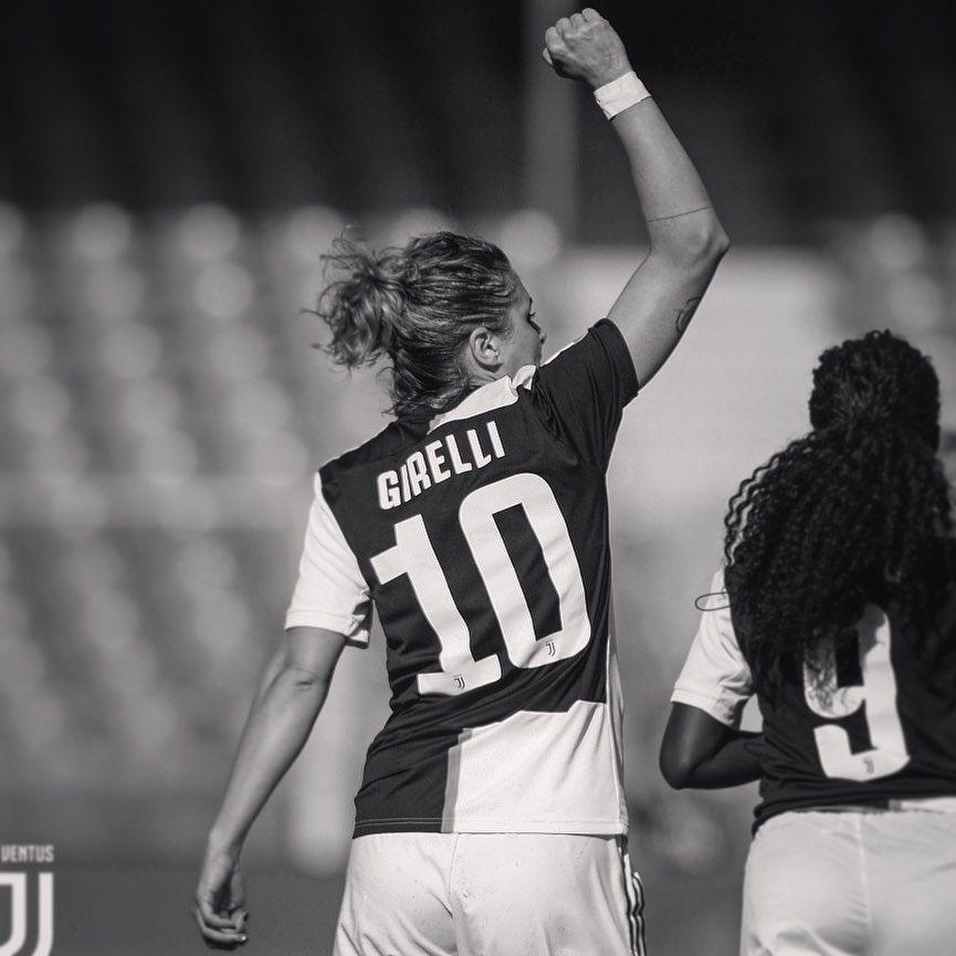 Mi Piace 4 200 Commenti 53 Cristiana Girelli Cristianagirelli Su Instagram Black And White Finoallafine Forzajuventus Calcio Juventus Girelli