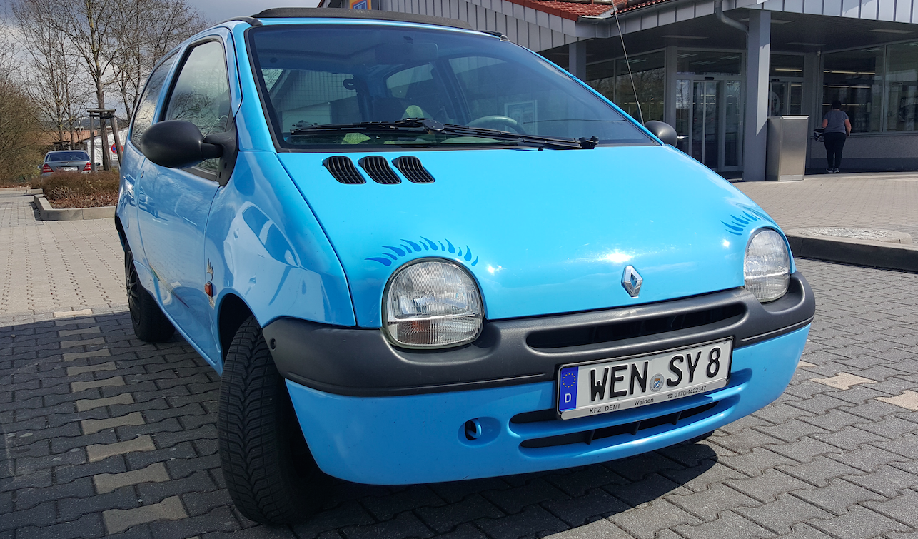 Why The Renault Twingo Is One Of The Quirkiest Cars Of Our Time In 2020 Renault Cars Small Cars