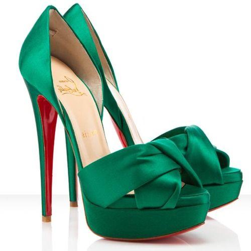 Smaragd groene trouwschoenen (Christian Louboutin). Pinterested @ wedspiration.com