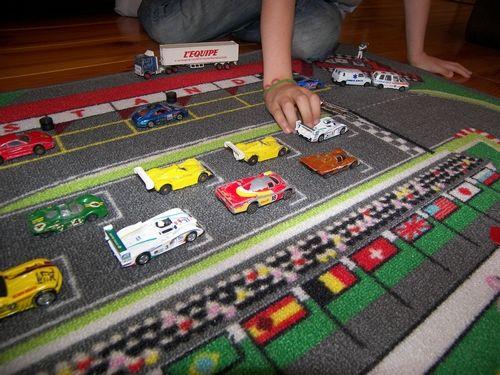 tapis circuit de voiture 130 x 200 cm tapitom tapis de jeu pour enfant tapis de jeu jeux. Black Bedroom Furniture Sets. Home Design Ideas