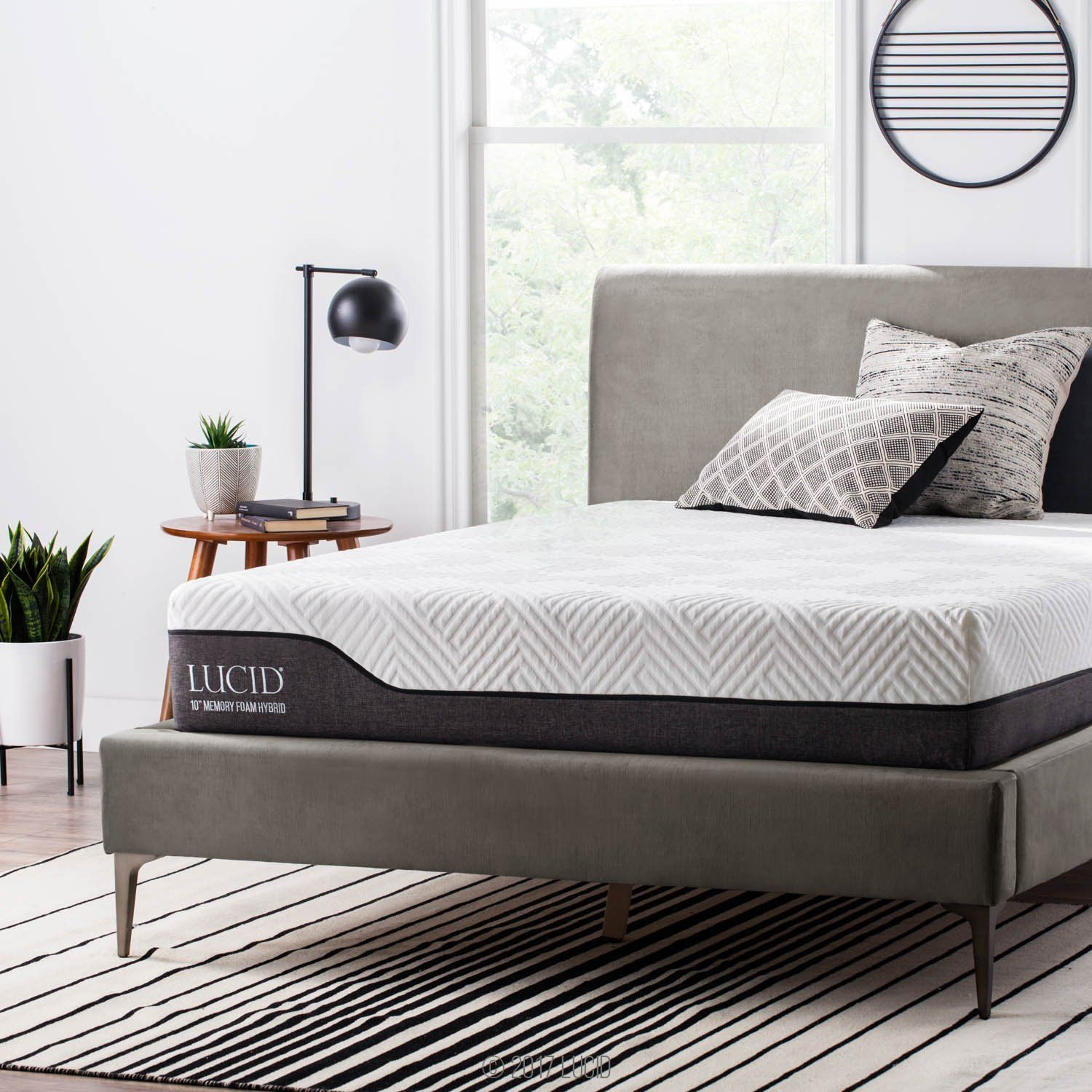 Lucid 10 Inch Bamboo Charcoal And Aloe Vera Infused Organic Mattress King Size Bedroom Furniture Hybrid Mattress Mattress