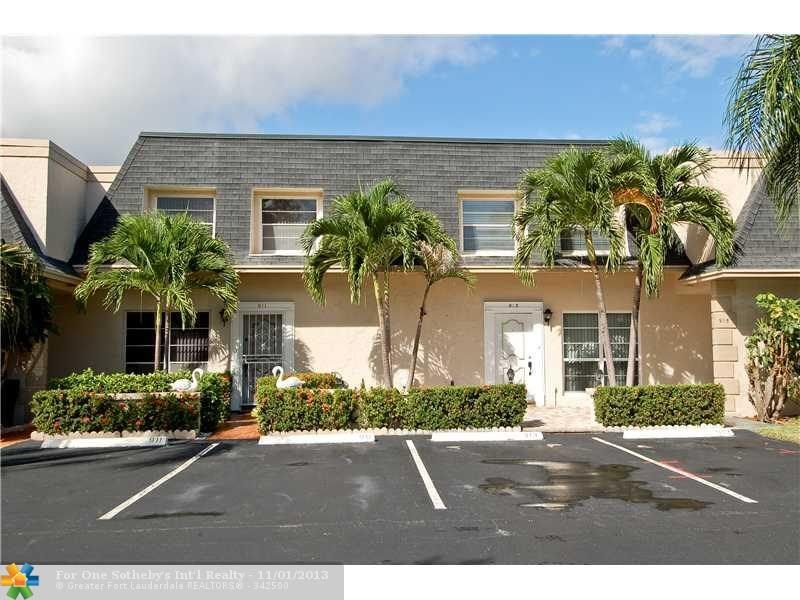 913 26th Ave #913, Hallandale, FL - $399,900, 3 Beds, 3 Baths. Beautiful renovated townhouse on Three Islands within walking distance to the beach & Scavo Park. Spacious open floor plan w/living room that opens to your own private dock and incredible water view. Located on a very quiet street, close to tennis courts and pool. 3 bedroom, 2.5  completely renovated baths, gourmet kitchen with loads of cabinet...