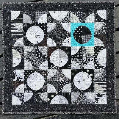 http://lekaquilt.blogspot.fr/2016/07/black-white-swap.html?utm_source=feedburner