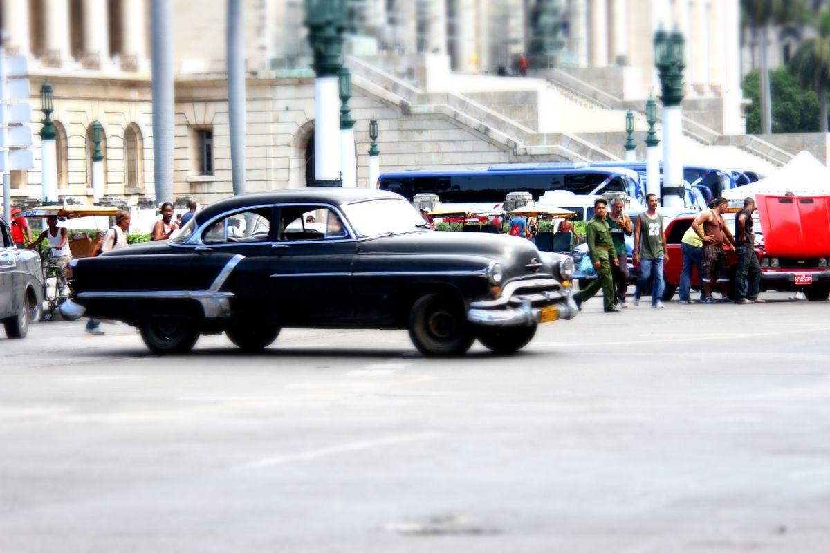 50er Jahre Auto vor dem Capitol in Havanna