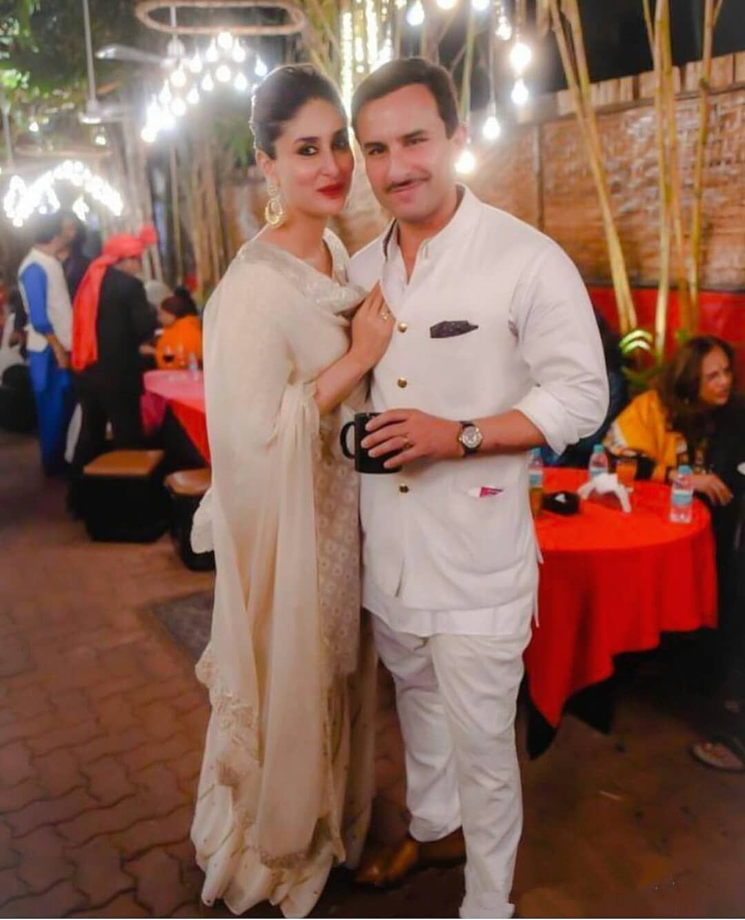 Saif Ali Khan Kareena Kapoor Khan Together Happily Married Bollywood Celebrities Kareena Kapoor Pics Bollywood Couples