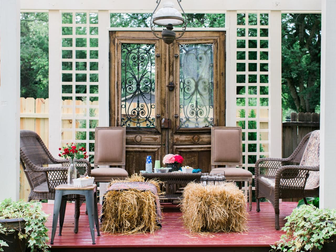 With a simple mix of indoor and outdoor furnishings and easy supermarket upgrades, here are 10 ways to tackle an outdoor party that's equal parts pretty and practical.