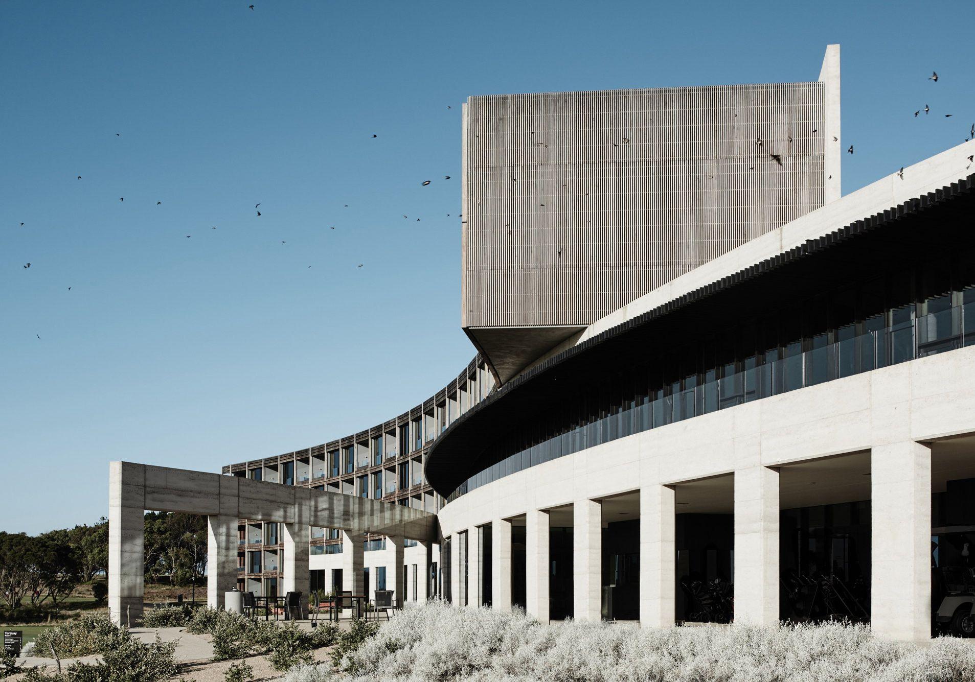 Hotel an der australischen Pazifikküste / Entspannt in Beton - Architektur und Architekten - News / Meldungen / Nachrichten - BauNetz.de