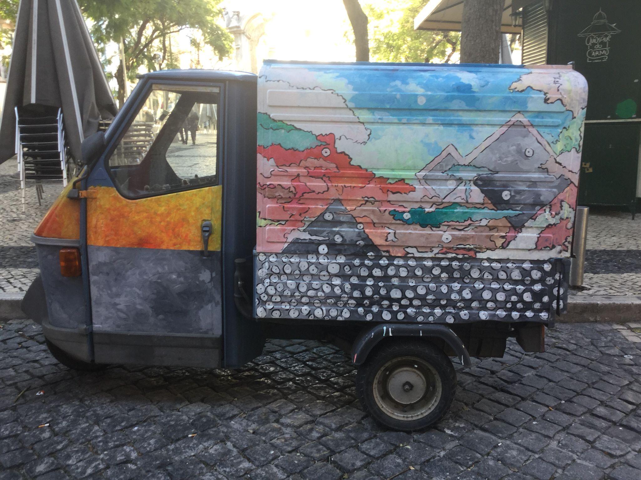 Auto, jota ei ehkä kannata ostaa. Toimiston edessä. @villetolvanen