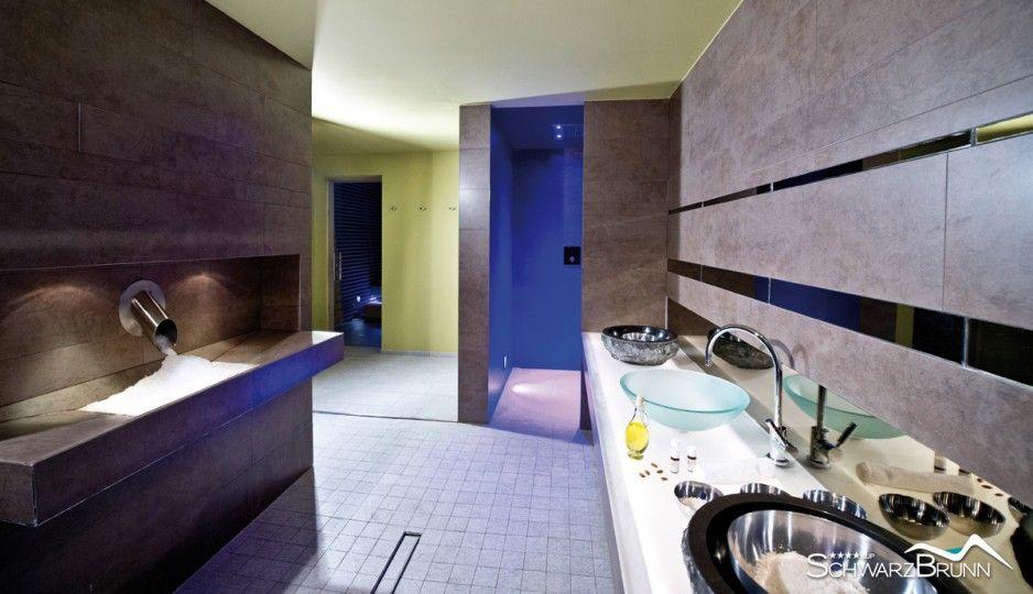 Das Hotel Schwarzbrunn verfügt über 122 Zimmer und Suiten im Tiroler Landhausstil, gefertigt von der hoteleigenen Tischlerei. . #leadingsparesort #wellness #schwarzbrunn #stans #bärenrast #alm #urlaub #daheim #österreich