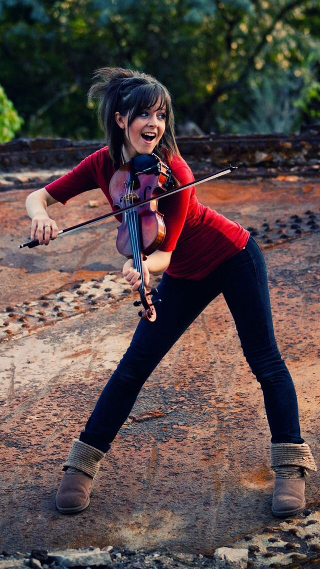 Lindsey Stirling: she's so talented! You don't believe me ...